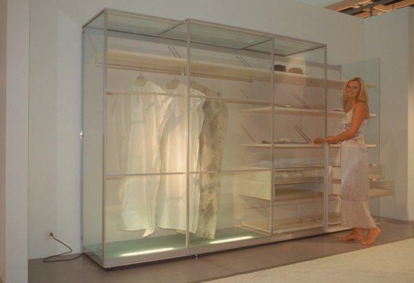 internationale m belmesse k ln 2001 hell und freundlich. Black Bedroom Furniture Sets. Home Design Ideas