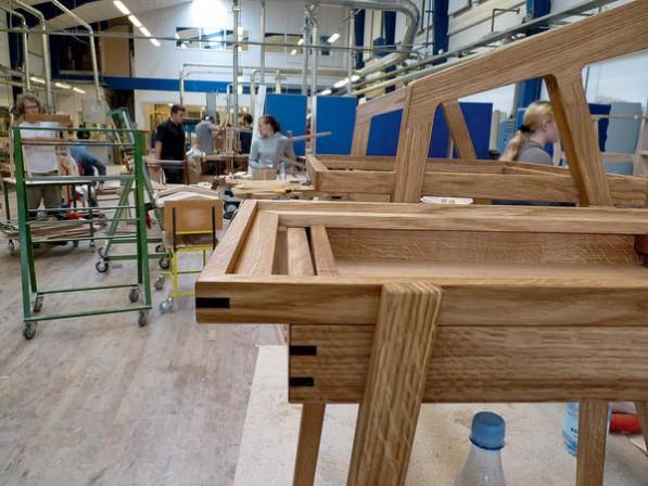 19 hamburger tischler azubis planen und arbeiten mit for Stuhl nordisches design