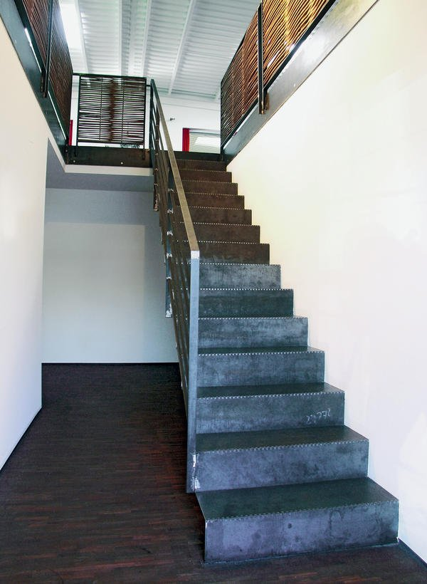 spitzbart treppen stahl trifft flechtwerk bm online. Black Bedroom Furniture Sets. Home Design Ideas