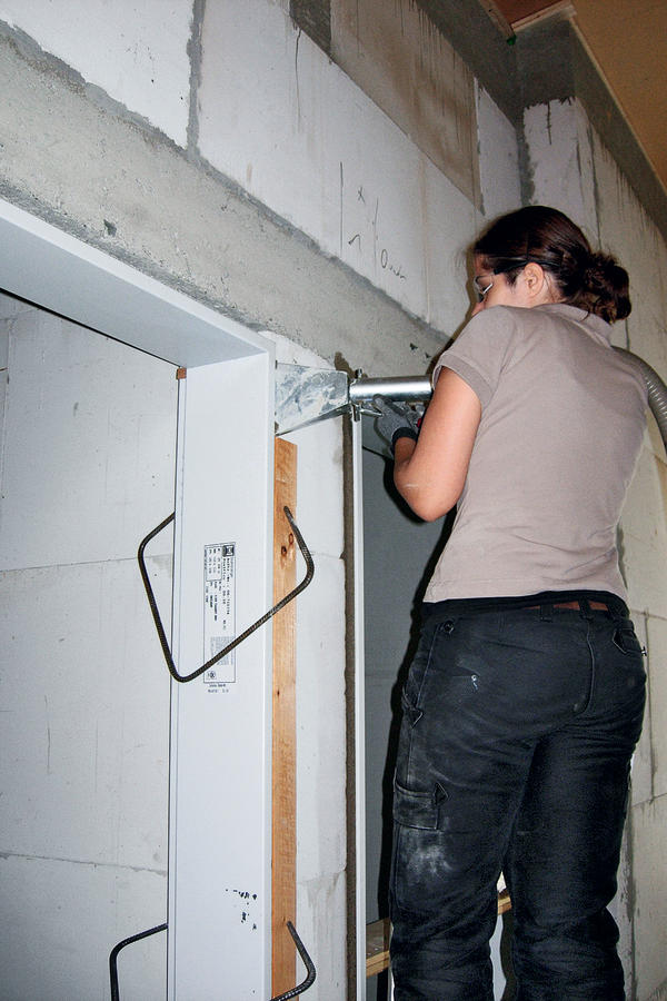 Stahlzarge einbauen  Innentüren setzen mit der WPS-Mörtelpumpe. Stahlzargen fachgerecht ...