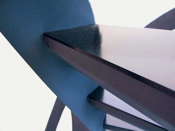 Nautilus Treppen stahl trifft mineralwerkstoff präziser materialmix bm