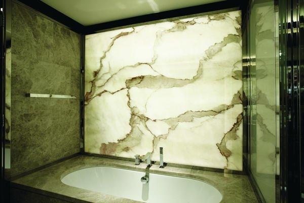 bedrucktes glas als alternative zu marmor bm online. Black Bedroom Furniture Sets. Home Design Ideas