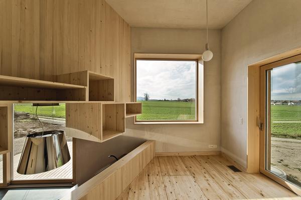 schlichte h lle mit expressivem inhalt ein ausgefallener holzbau im kanton bern kompakte. Black Bedroom Furniture Sets. Home Design Ideas