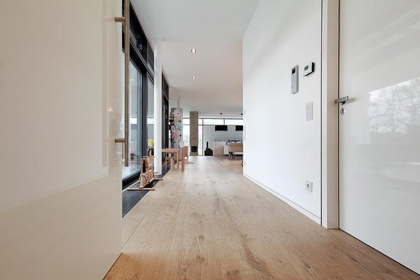 t ren und innenarchitektur im einklang komplexit t der einfachheit. Black Bedroom Furniture Sets. Home Design Ideas
