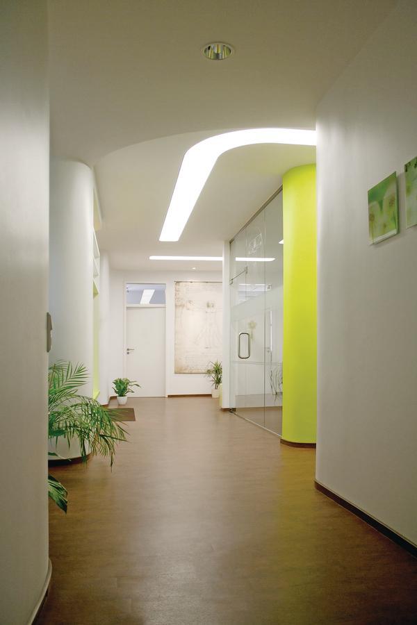 innenausbau einer arztpraxis in bad harzburg apfelgr n im tageslicht bm online. Black Bedroom Furniture Sets. Home Design Ideas