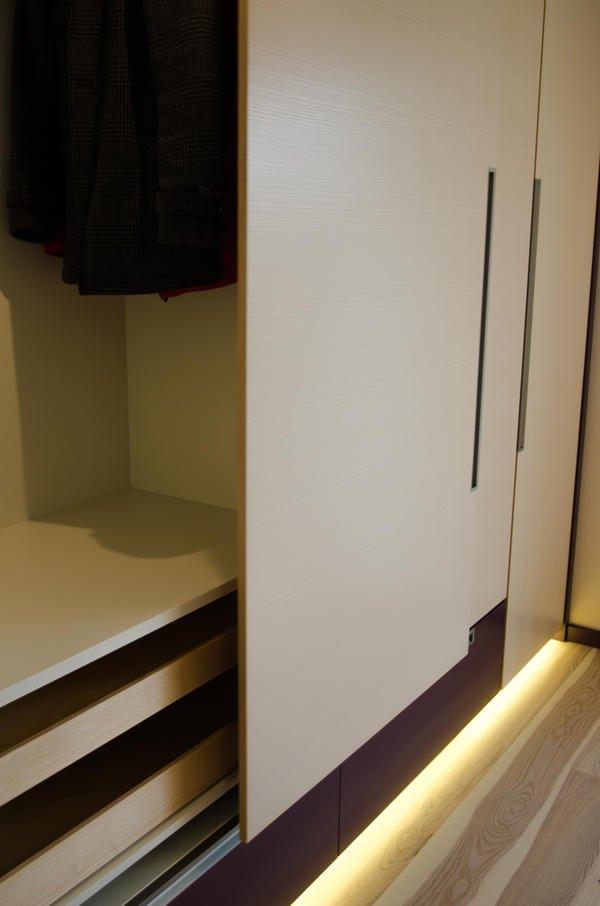 Tischlerei reisch erm glicht barrierefreies wohnen auf 160 for Schreibtisch ausfahrbar