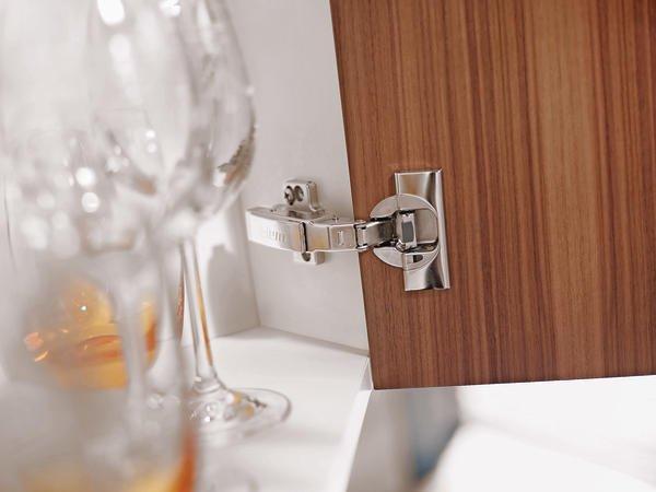 blum bietet scharniere mit integrierter d mpfung bluemotion sorgt f r sanftes schliessen bm. Black Bedroom Furniture Sets. Home Design Ideas