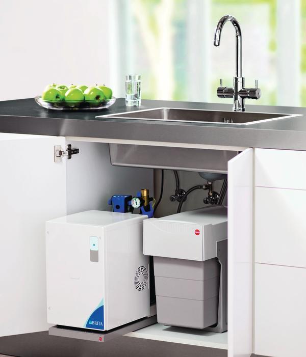wasserhahn f r gefiltertes und gesprudeltes wasser von brita sprudelndes wasser aus dem hahn. Black Bedroom Furniture Sets. Home Design Ideas