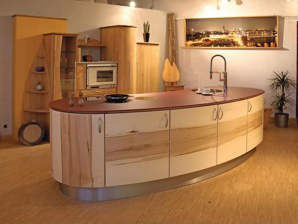m belwerkstatt pfister baut k chen mit schwung auch f r. Black Bedroom Furniture Sets. Home Design Ideas