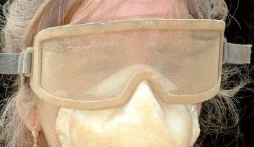 Die Brille über der Brille: meist unkonfortabel in Sachen Tragekomfort. Doch Unternehmer sind lediglich verpflichtet, Kosten für den Schutzanteil einer Brille zu tragen. Im Sinne der Mitarbeiterbindung stellen manche Betriebe trotzdem eine sogenannte Korrektionsschutzbrille zur Verfügung. Foto: Harry Hautumm/www.pixelio.de