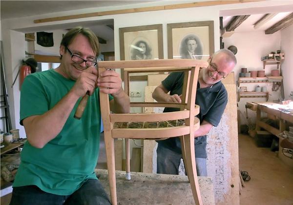 kurse der kunsttischlerei potzmann alte m bel unter anleitung selbst restaurieren bm online. Black Bedroom Furniture Sets. Home Design Ideas