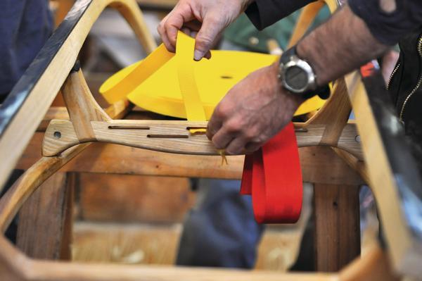 thomas gr gler lehrt den bau von rennrodeln aus eschenholz flotte winterflitzer bm online. Black Bedroom Furniture Sets. Home Design Ideas