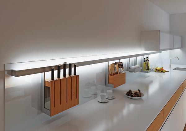gera pr sentiert nischenrelingsystem mit beleuchtung schafft ordnung nicht nur in der k che. Black Bedroom Furniture Sets. Home Design Ideas
