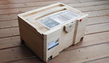 Erstes Exemplar der Woodbox: Der Werkzeugkasten ist als Aufbewahrungsmöglichkeit für Schreiner- und Tischlerwerkzeuge gedacht, die für das händische Fertigen von Holzverbindungen benötigt werden. BM-Fotos Prototyp: Marc Hildebrand