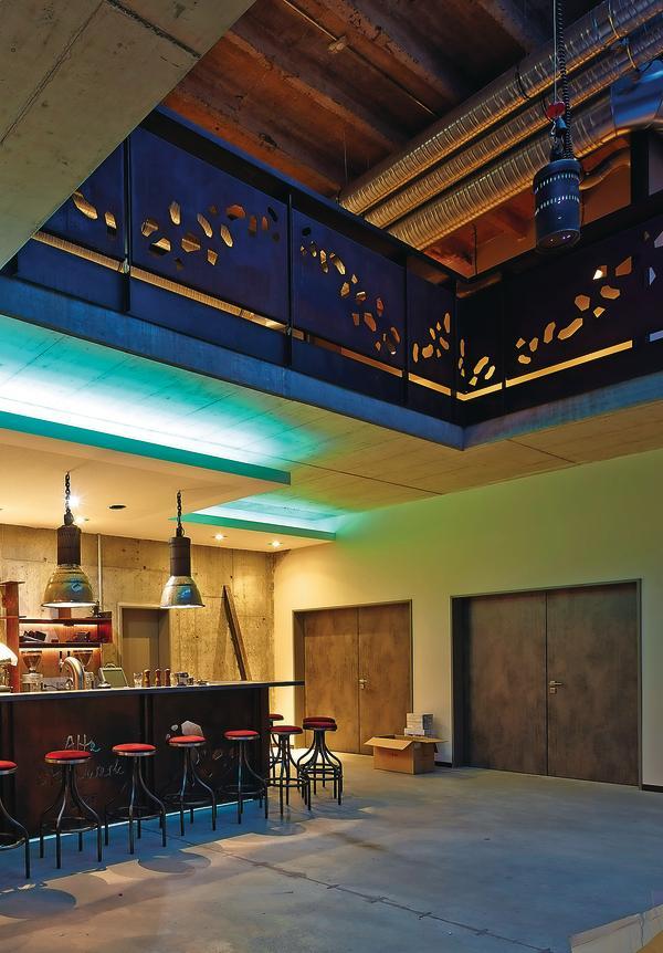 herholz liefert t ren f r hotel altes stahlwerk in neum nster. Black Bedroom Furniture Sets. Home Design Ideas