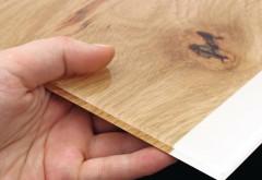 Durch das eigens entwickelte Verfahren ist die Abbildungsqualität so brillant, dass die bedruckten Gläser nur schwer von einer hochwertig lackierten Echtholzfläche zu unterscheiden sind.