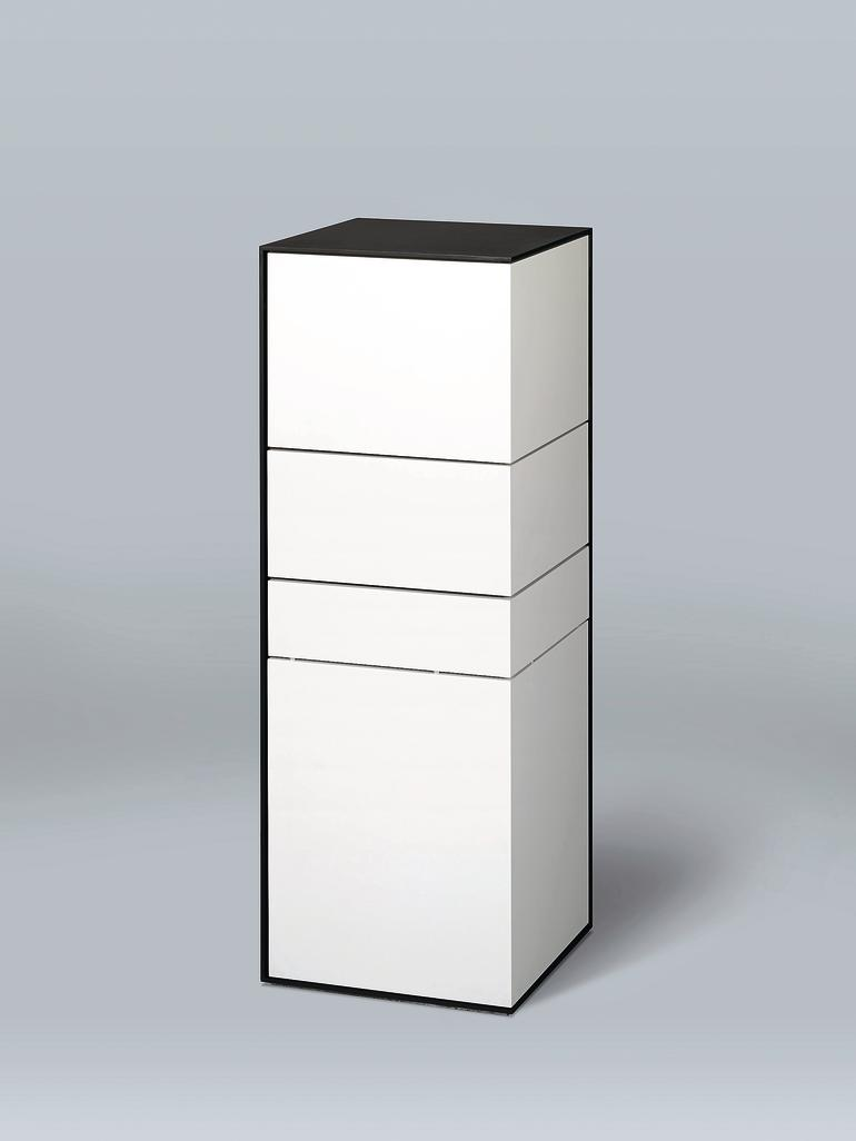 kameraschrank berzeugt bei der guten form in rheinland pfalz filigrane au enh lle bm online. Black Bedroom Furniture Sets. Home Design Ideas