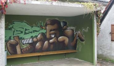 Welcher Schreiner wünschte sich nicht manchmal so viele Arme? Mit einem Graffito hat sich Schreinermeister Manuel Dietsch ins Gespräch gebracht.