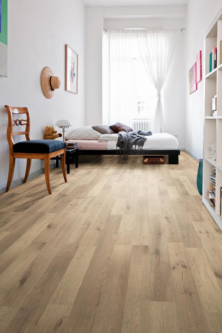 Kleinformatigere Elemente Wie Das Zwei Stabdesign (hier Eiche Artico Sand)  Vergrößern Kleine Räume.