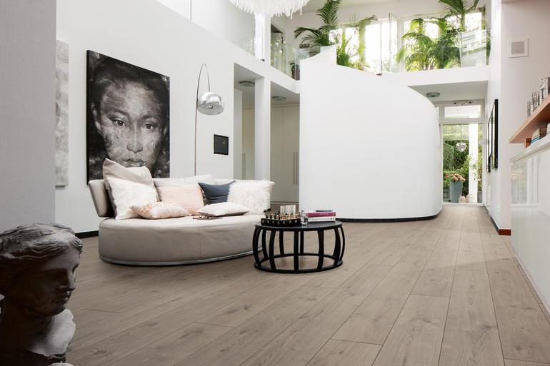 Dunkler Fußboden In Kleinen Räumen ~ Laminatböden im richtigen format und dekor schaffen neue
