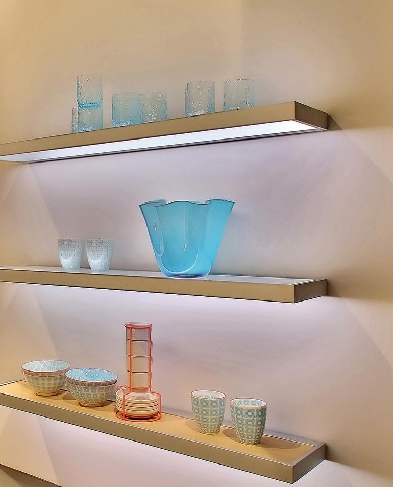 gera leuchten stellt neues lichtbord 100 vor minimalistisch gestaltetes lichtm bel bm online. Black Bedroom Furniture Sets. Home Design Ideas