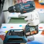 """Bei 20 Schreinern und Tischlern im Praxistest: Der Akkuschrauber """"GSR 18 V-LI Professional"""" samt Wireless Charging System."""