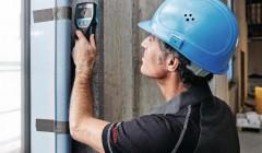 """1/ Auf der sicheren Seite und am rechten Fleck bohren: Ob in der Wand (eisenhaltige) Metallobjekte, elektrische Leitungen oder auch Netzwerkkabel sowie Holzunterkonstruktionen oder wassergefüllte Kunststoffrohre verborgen sind, zeigt der Bosch-Radar-Detektor D-tect 120 zuverlässig bis zu 120 mm Tiefe an. Wählbar sind die Modi Trockenbau, Universal und Beton. Dank Schmalband-Radar-Sensor erkennt das Akku-Gerät die Objekte direkt beim ersten Auflegen. Es gibt zwei Arten von Messungen: Die Punktmessung ermöglicht präzises Orten auf engstem Raum. Praktisch ist auch die """"Center Finder""""-Funktion. Sie erleichtert es, die genaue Mitte eines Objekts zu finden. Das Messergebnis wird mittels drei LED-Leuchten nach dem Ampelprinzip abgelesen. www.bosch-professional.com"""