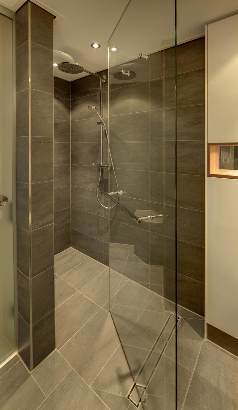 Wettbewerb Glas Und Raumwirkung Duschen Bader Und Skulpturen