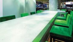 Aus schwer wird leicht. LightBeton lässt sich als Wandverkleidung, für Tischplatten, aber in modifizierter Form auch für Fußböden und im Nassbereich einsetzen. Das Material gibt es in verschiedenen Ausführungen ...