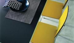 Zum Thema Möbellinoleum bietet der Kantenspezialist Ostermann auch eine große Auswahl an Mustern und Prospekten.
