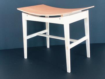 meisterschule f r schreiner in m nchen ein hocker f r 998 euro bm online. Black Bedroom Furniture Sets. Home Design Ideas