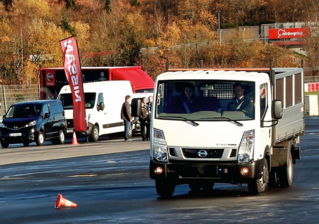 Fahrtraining nissan safety driving academy sicherheit for Spiegel kontakt redaktion