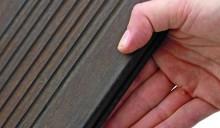 Durch ein patentiertes Thermo-Density-Verfahren ist Bamboo X-treme dauerhaft und formstabil. Somit kann das Material im Außenbereich als    Alternative zu Tropenholz eingesetzt werden. Fotos: Raumprobe