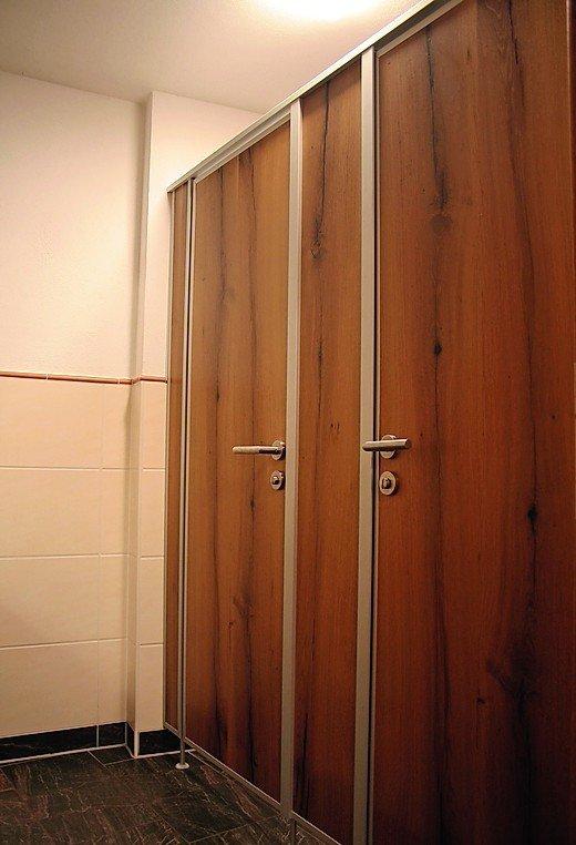 Hartmann fertigt individuelle WC-Trennwände. Die WC-Trennwand vom ...