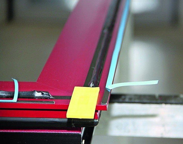 sika bietet leistungsstarke klebstoffe f r die haust renfertigung f llung trifft rahmen bm online. Black Bedroom Furniture Sets. Home Design Ideas