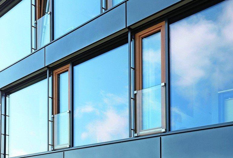 Französische Fenster glas marte bietet gläserne absturzsicherungen mit zulassung