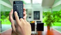 Wenn das Smartphone mit der Heizung spricht: Häuser mit K(n)öpfchen sind energieeffizienter, sicherer und komfortabler. Foto: Gira