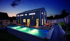 Smartes Holzhaus: Im Oberbergischen Land steht ein modernes, schwarzes Holzhaus – intelligent, höchst energieeffizient und trotzdem kostenbewusst gebaut. Foto: Ulrich Beuttenmüller für Gira