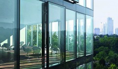 Die automatisierte Fensterfassade ermöglicht ein gutes Raumklima. Foto: Schüco