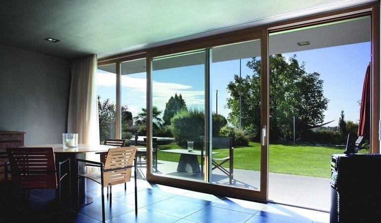Kneer Süd Fenster kneer-südfenster sorgt für nahtlosen panoramablick. verglasung bis