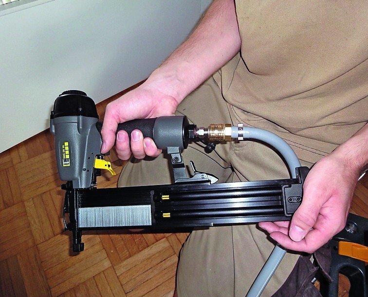 bm lesertest der mobile kompressor sysmaster druck f r unterwegs bm online. Black Bedroom Furniture Sets. Home Design Ideas