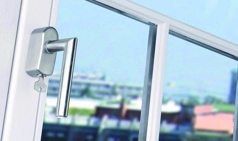 hoppe sorgt f r mehr sicherheit bei abgeschlossenen griffen wirksamer schutz am fenster bm online. Black Bedroom Furniture Sets. Home Design Ideas