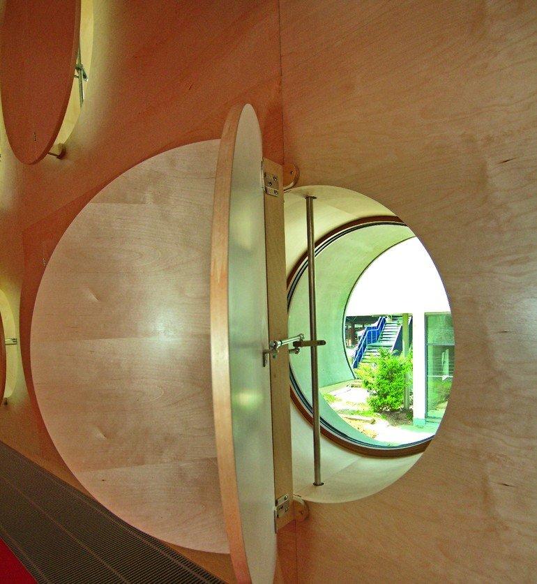 schillinger zeigt fenstervielfalt im neuem hospitalhof stuttgart lichtaugen und pyramiden bm. Black Bedroom Furniture Sets. Home Design Ideas