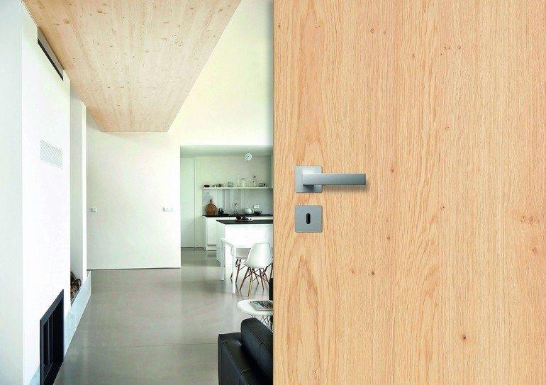 pr m pr sentiert t ren im neuen eichengewand charakterstarke edelh lzer setzen akzente bm online. Black Bedroom Furniture Sets. Home Design Ideas