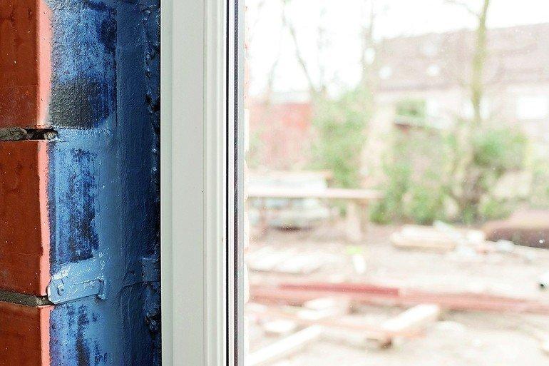 soudal stellt spritzbare dichtb nder vor streichen oder einfach spr hen bm online. Black Bedroom Furniture Sets. Home Design Ideas