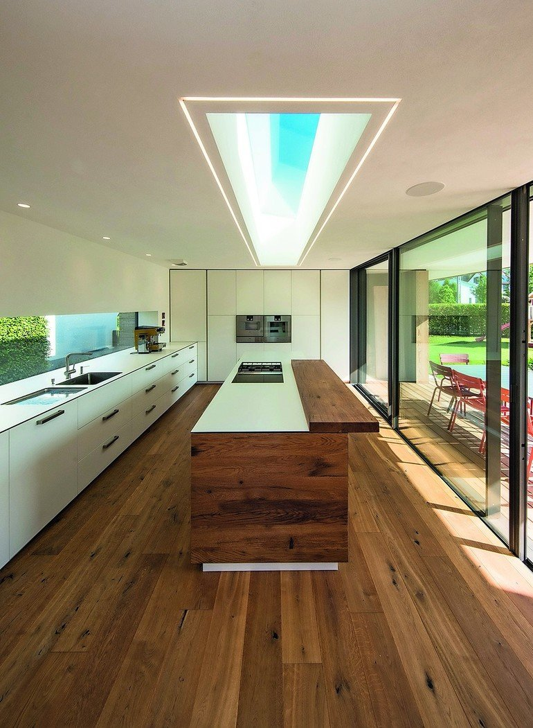 innenausbau eines wohnhauses. ausgelagert - bm online - Lichtband Küche