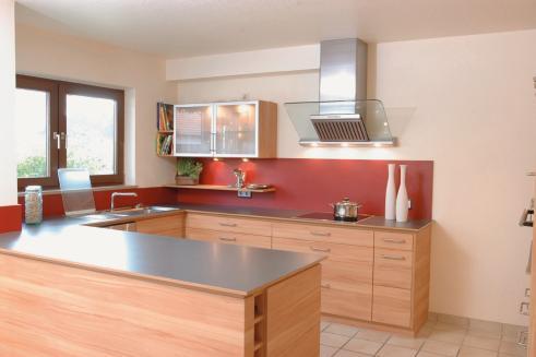 Der U Förmige Küchenteil Hat Fast Ausschließlich Unterschränke, So Dass Die  Küche Sehr Großzügig Wirkt