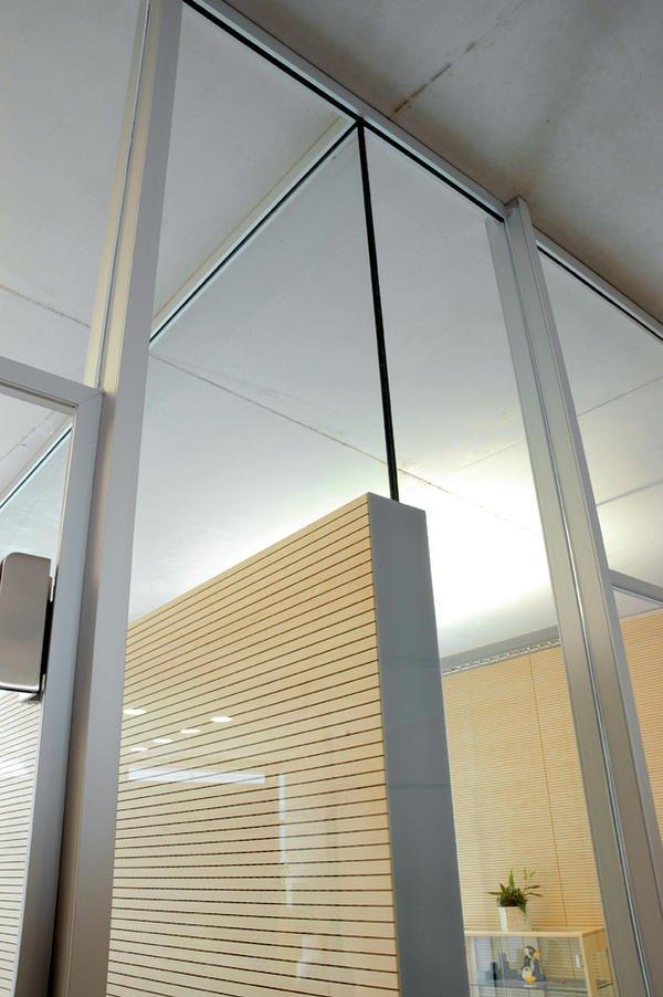 Innenausbau der haba hauptverwaltung in bad rodach for Küchennische glas