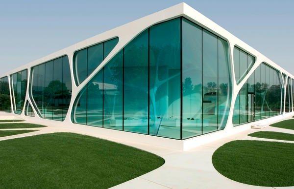 beim leonardo glass cube wurde mineralwerkstoff erstmals auch in der au enanwendung eingesetzt. Black Bedroom Furniture Sets. Home Design Ideas