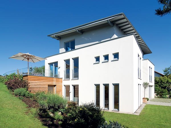Einfamilienhaus mit attraktiver fenstergestaltung fenster for Fensterelemente kunststoff